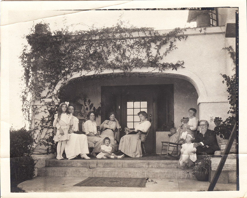 A family gathering in Los Angeles in 1911