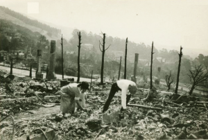 Picking through the rubble in north Berkeley. (September 1923. Photo courtesy of Berkeley Public Library.)